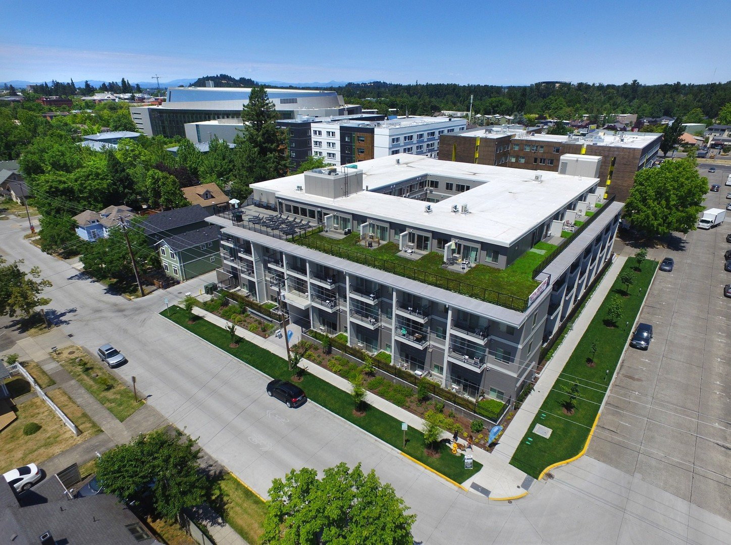 Aerial photo of Orchard Crossing Campus Apartments in Eugene